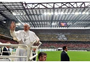 Papa Francesco a San Siro con i cresimandi
